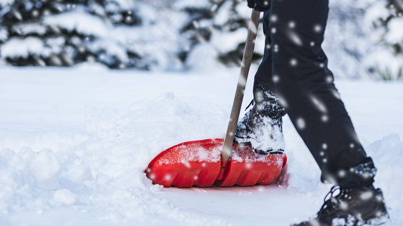 https://housesmartstv.com/wp-content/uploads/2021/02/Tips-for-Easy-Snow-Removal.jpg